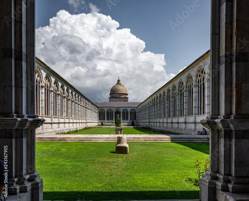 Pisa, plaza de los milagros - Cementerio Monumental. Canvas Print