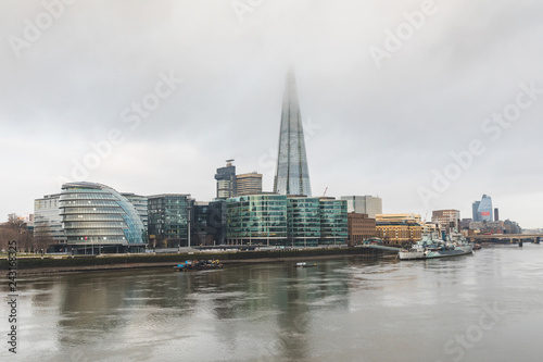 Photo  London, view of the city with skyscrapers and fog