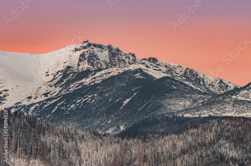 Papiers peints Vieux rose Tatra mountains landscape, winter sunrise over Kasprowy Wierch