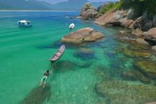 Nageur Sur Le Lagon D'ilha Gra...