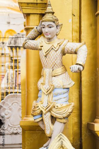 Foto  Buddha statue in Shwedagon temple of Yangon, Myanmar