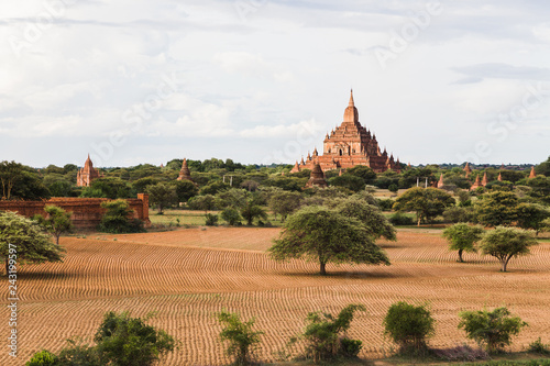 Foto  Panoramic view of temples in Bagan, Myanmar