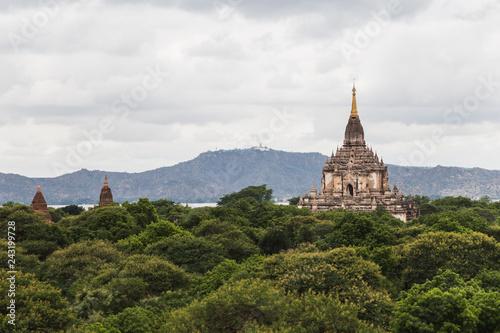 Foto  Panoramic view of Thatbyinnyu Temple in Bagan, Myanmar