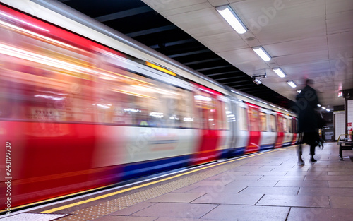 Fotomural Moving train, motion blurred, London Underground - Immagine