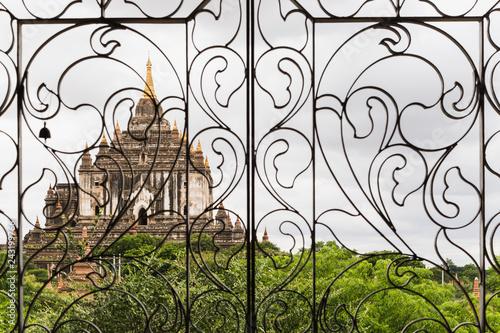 Foto  Thatbyinnyu Temple in Bagan, Myanmar