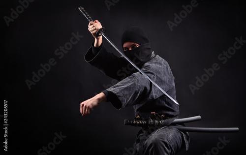 Photo  Ninja samurai with katana in attack pose