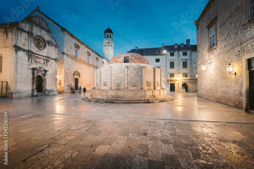 Poster Centraal Europa Historic town of Dubrovnik at twilight, Dalmatia, Croatia