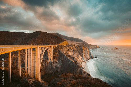 Spoed Foto op Canvas Centraal-Amerika Landen Bixby Bridge with Highway 1 at sunset, Big Sur, California, USA