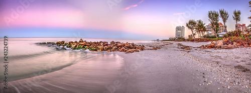 Foto auf Leinwand Flieder Sunrise over North Gulf Shore Beach along the coastline