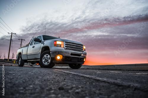Spoed Foto op Canvas Grijze traf. White Truck