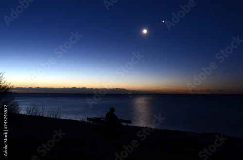 Conjunction between Moon and Venus, mars can also be seen