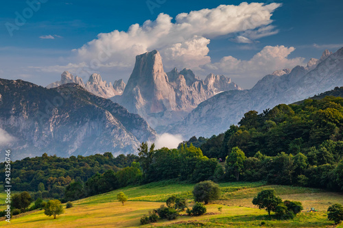 Spoed Fotobehang Europa Naranjo de Bulnes known as Picu Urriellu in Asturias, Spain