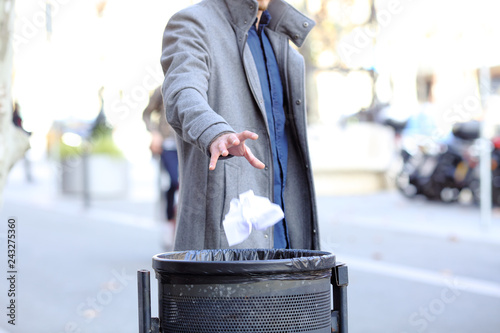 Valokuvatapetti Man hand throwing paper into trash bin