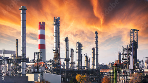 Leinwand Poster Oil refinery at dramatic twilight
