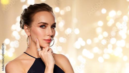 Fotografie, Obraz luxury, jewelry and people concept - beautiful woman in black wearing diamond ea
