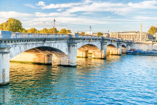 Poster Centraal Europa Old stone bridge across Seine river in Paris