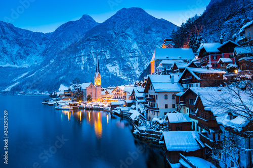 Foto op Canvas Kerstmis Hallstatt at twilight in winter, Salzkammergut, Austria