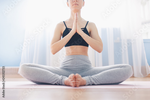 Fotografía  Woman practicing yoga. Lotus position. Healthy lifestyle concept.