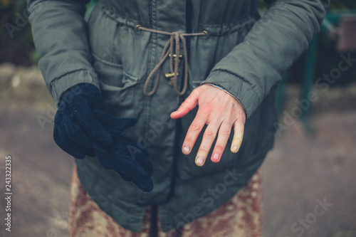 Stampa su Tela  Woman with raynaud disease outdoors in winter