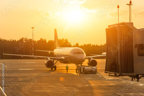 Fotografía  Passenger airplane during push back operation, evening airport at sunset