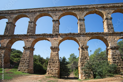 Photo Roman aqueduct 'El ponte del Diablo' (The Bridge of the Devil) near Tarragona, C