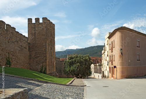 Foto  The fortress of Montblanc town, Catalonia, Spain