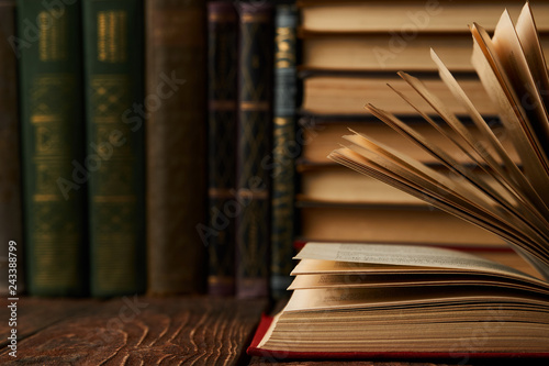 Fotografía  Stack of books on bookshelf, close-up. Education learning concep