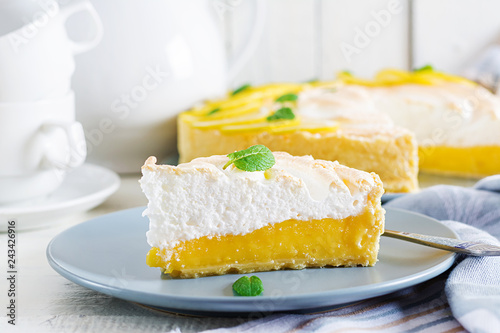 Tart with lemon curd  and meringue Canvas-taulu