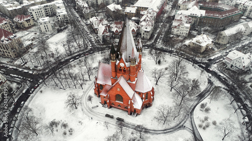 Foto op Aluminium Historisch geb. rote Backsteinkirche