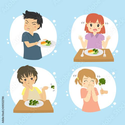 Foto Set of kids refuse to eat vegetables