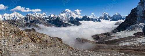 Montage in der Fensternische Rosa dunkel View of Mount Everest Summit in Himalaya Mountains pano