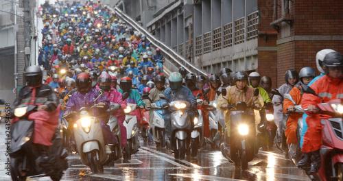 Fototapeta premium Zatłoczony skuter w mieście Tajpej