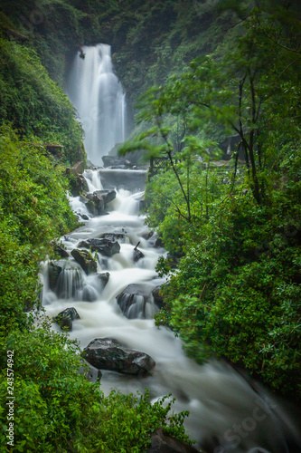Staande foto Watervallen Peguche Waterfall