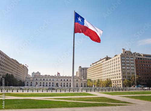 Photo sur Toile Amérique du Sud La Moneda Palace and Bicentenario Chilean Flag - Santiago, Chile