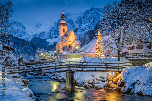 Spoed Fotobehang Europese Plekken Church of Ramsau in winter twilight, Bavaria, Germany