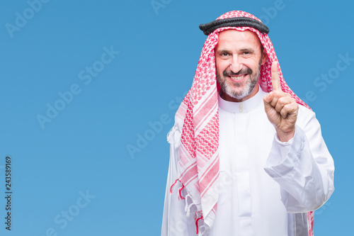 Senior arab man wearing keffiyeh over isolated background showing and pointing up with finger number one while smiling confident and happy Fototapet