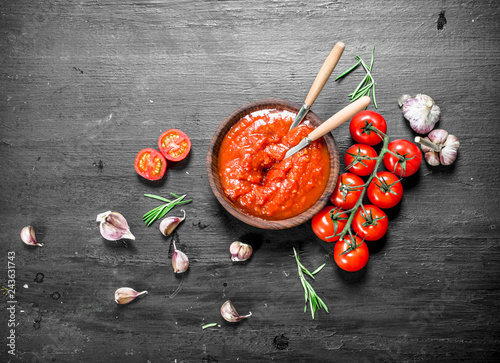 Fototapety, obrazy: Tomato sauce with garlic and herbs.