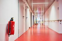 Krankenhaus Mit Korridor Feuer...