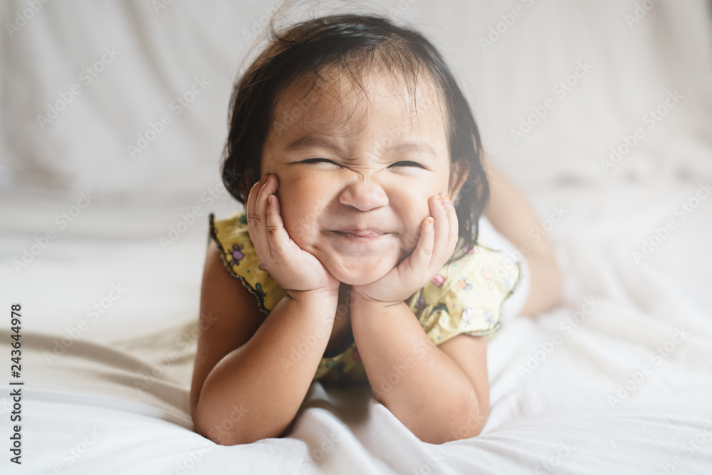 Fototapety, obrazy: cute little asian girl toddler smiling on bed. concept of happiness, childhood and lifestyle