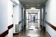 Krankenhaus Niemand dunkel mit Flur ohne Personen dunkle Stimmung