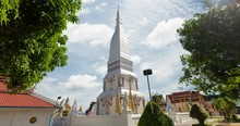 (Phra That Tha Uthen) Famous Old Relics That Have Been With Nakhon Phanom For A Long Time And Beautiful Architecture.thailand