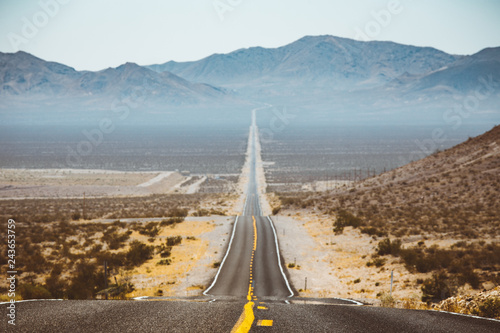 Spoed Foto op Canvas Centraal-Amerika Landen Classic highway scene in the American West