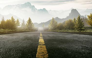 Straße führt ins Gebirge