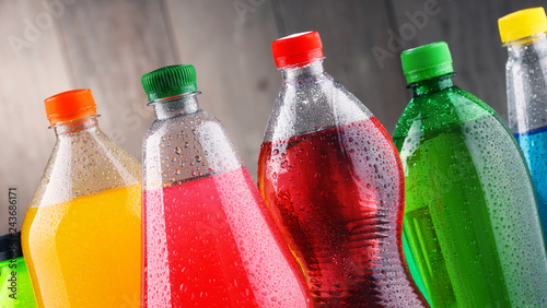 Photo Plastic bottles of assorted carbonated soft drinks