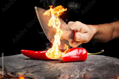 Photo Zerteilte Chili-Schote brennt mit großer Flamme