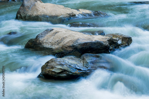 Canvas Print creek flowing over the rocks