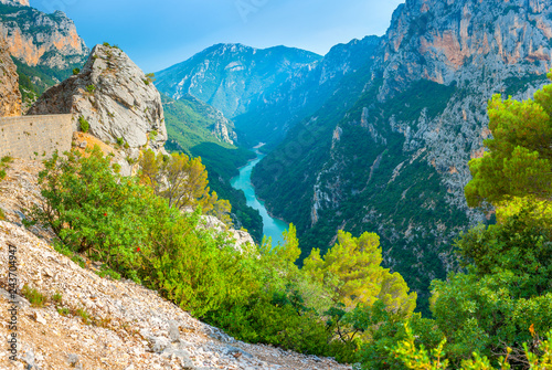 Foto auf AluDibond Blau türkis France Provence, Verdon Gorge in the French Alps. Turquoise river flowing along the bottom of the canyon