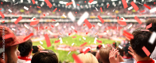 Obraz na plátně Begeisterte Fußball-Fans im Stadion | XXL Panorama