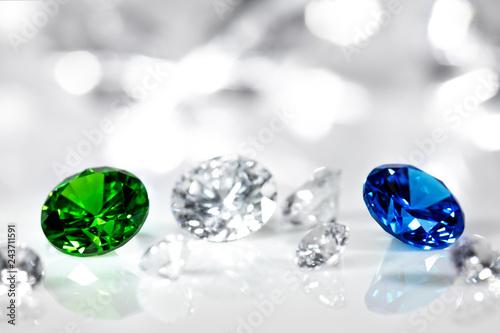 Obraz na plátně  Edelsteine geschliffen für Schmuck, Diamanten, Smaragd und Saphir