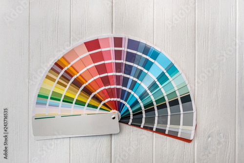 Fotografia Colorful palette for wall painting on wooden desk
